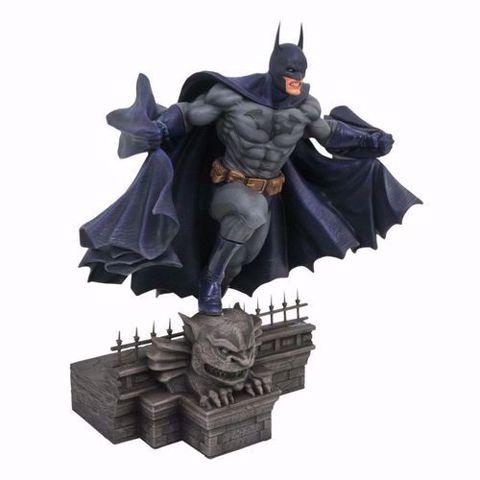 "Batman  9"" PVC Figure - פסל באטמן"